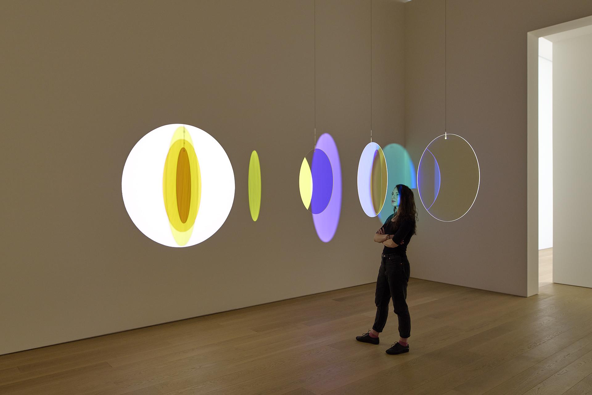 werk Olafur Eliasson in tentoonstelling één en één is drie